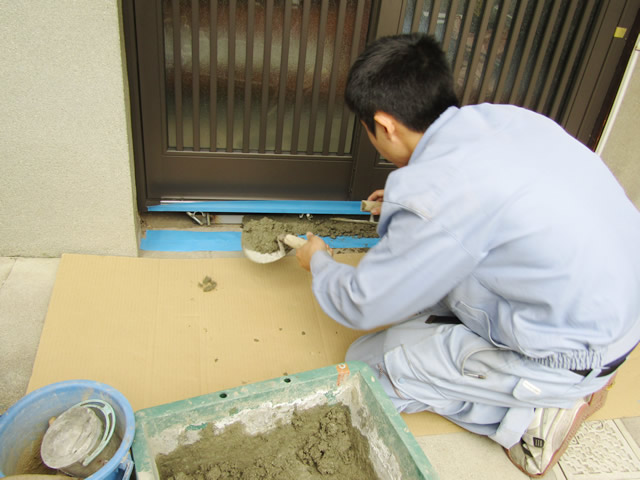 名古屋市南区M様邸【LIXIL】玄関引戸ドア 取替工事 施工中