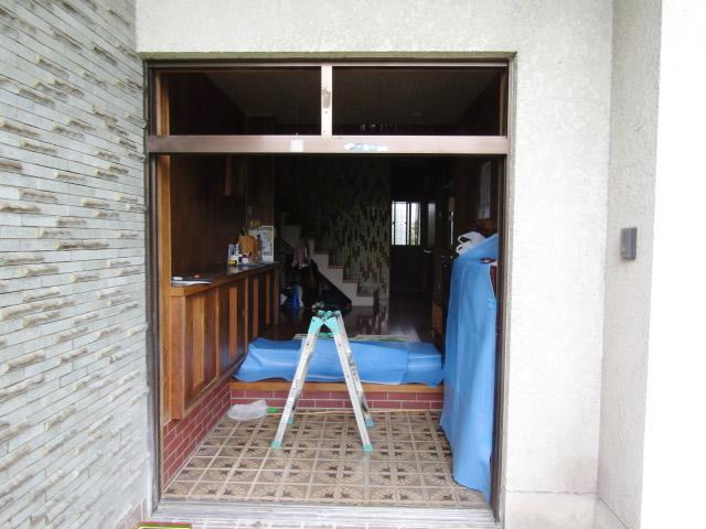 名古屋市港区 【LIXIL リシェント55型 ランマ付】 玄関引戸 取替工事 施工中①