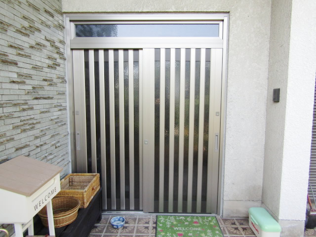 名古屋市港区 【LIXIL リシェント55型 ランマ付】 玄関引戸 取替工事 施工後
