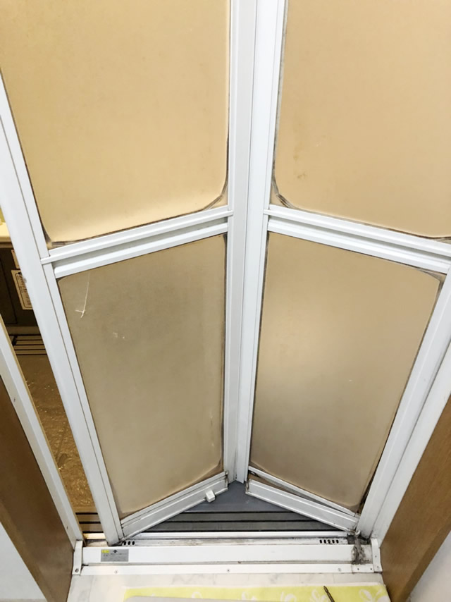 一宮市 浴室中折れドア カバー工法 交換工事 施工前