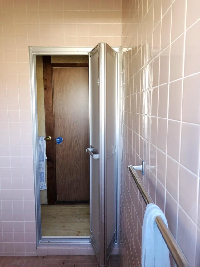 一宮市 浴室中折れドア カバー工法 交換工事 施工後