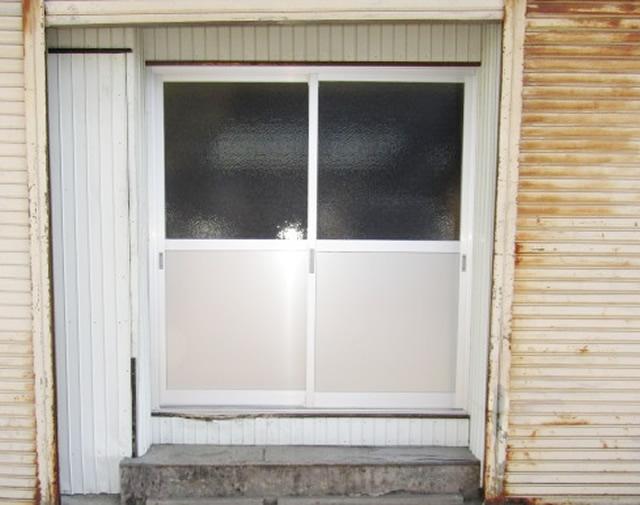 名古屋市守山区 事務所裏口引戸 内付型 2枚建 シルバー 取替工事 施工後