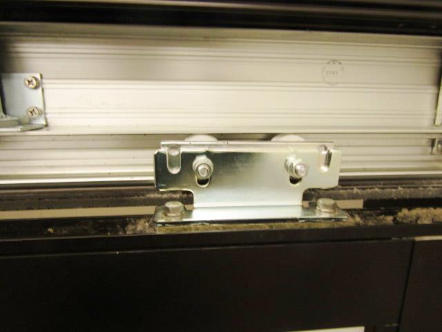 名古屋市瑞穂区 半自動ドア修理 DIA スライドクローザー部品取替 施工中