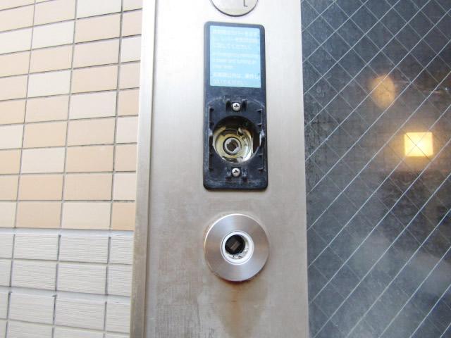 名古屋市中区 美和ロックLA55.KNB ハンドルセット(ハンドル、バックセット)交換 施工中